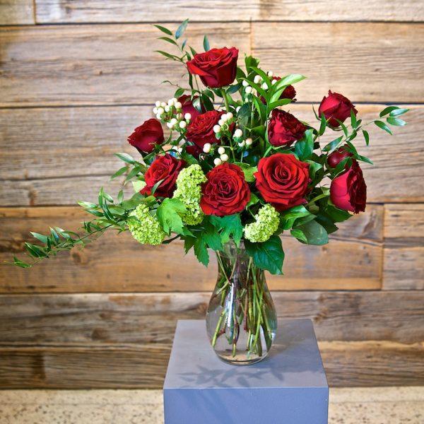 Dozen Roses Deluxe