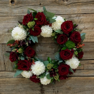 Classic Red & White Wreath